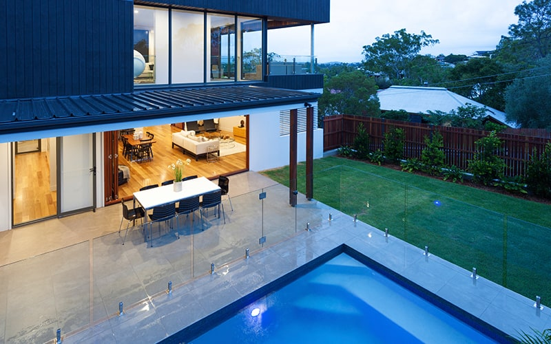 Glass Fences Vs Traditional And Mesh Fences Aquaview