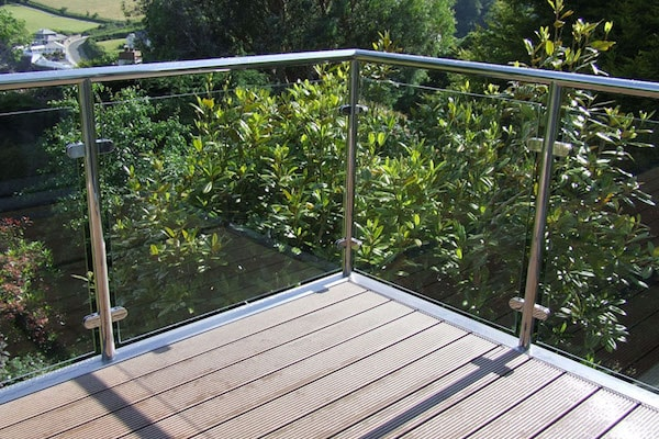 glass railing balcony exterior-min